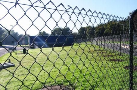 Забор из сетки Рабица — установка сетки по низкой цене